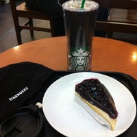 Photo taken at Starbucks by Labellegaesh C. on 4/10/2012