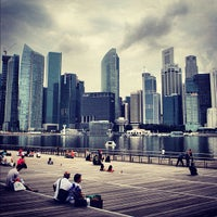 Foto tirada no(a) Marina Bay Sands Boardwalk por Hugo C. em 9/11/2012