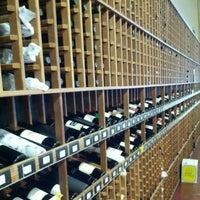 Photo prise au K&L Wine Merchants par Kohichi A. le7/15/2012