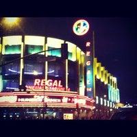 รูปภาพถ่ายที่ Regal Cinemas LA LIVE Stadium 14 โดย Lindsay F. เมื่อ 3/23/2012