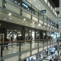 Foto tomada en Abasto Shopping por Alejandro C. el 5/13/2012