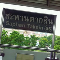 Photo taken at BTS Saphan Taksin (S6) by Nuu Soon D. on 5/8/2012