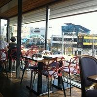 Photo taken at Berlin Cafe & Lounge by Yukyeong K. on 3/25/2012