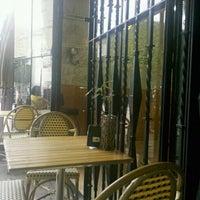 Photo taken at Cafe Mané by Ciro Vladimir A. on 6/16/2012