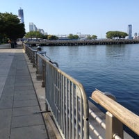Photo prise au Hudson River Park par Leigh F. le8/12/2012