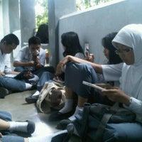 Photo taken at Koridor Lantai 2 SMAN 1 Makassar by Tami F. on 6/10/2012