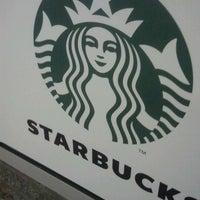Снимок сделан в Starbucks пользователем Hollistic P. 4/23/2012