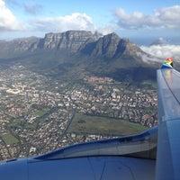 Foto tirada no(a) Aeroporto International da Cidade do Cabo (CPT) por Marco A. em 7/7/2012