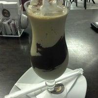 Foto tirada no(a) Café Feito a Grão por Felipe R. em 7/1/2012