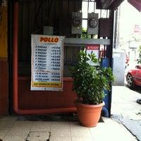 4/8/2012にMarylin M.がLa Casa del Pollo Papiで撮った写真