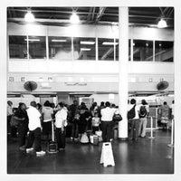 Foto diambil di A.N.R. Robinson International Airport (TAB) oleh Marlon C. pada 7/31/2012