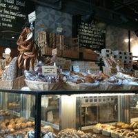 Photo prise au Sunflour Bakery & Café par Ellen L. le3/28/2012