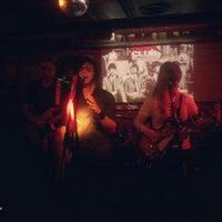Foto tomada en Rock&Roll Radio Club por Teo R. el 5/19/2012
