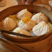 Photo taken at Nan Xiang Xiao Long Bao by Mabel C. on 7/2/2012