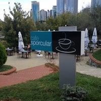 9/3/2012 tarihinde Mert M.ziyaretçi tarafından Cafe Sporcular'de çekilen fotoğraf