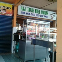 Photo taken at Haji Tapah Nasi Kandar (Melawati Foodcourt) by Hisha A. on 2/3/2012
