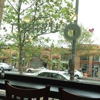 7/15/2012 tarihinde Liz M.ziyaretçi tarafından U Street Café'de çekilen fotoğraf