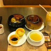 Photo taken at North Park Noodles by Renan B. on 8/6/2012