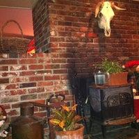 Photo taken at Moat Mountain Smoke House & Brewing Co. by Jungki ~. on 2/12/2012