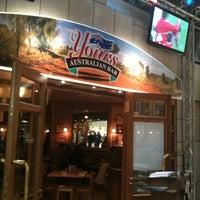 Das Foto wurde bei Yours Australian Bar von Fermin F. am 3/5/2012 aufgenommen