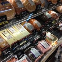 Foto scattata a Hannaford Supermarket da Crystal P. il 4/30/2012