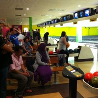 Photo taken at Tenpin by Manolo A. on 7/4/2012