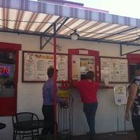 Снимок сделан в Taco Rey Taco Shop пользователем Veridiana M. 7/6/2012