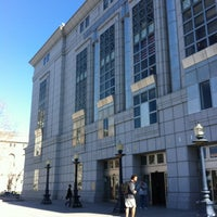 2/15/2012 tarihinde DinkyShop S.ziyaretçi tarafından San Francisco Public Library'de çekilen fotoğraf