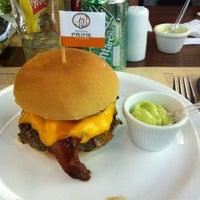 Photo taken at General Prime Burger by Mayara C. on 4/14/2012