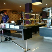 Photo taken at D'Master Bakery & Resto by Rizã e. on 5/5/2012