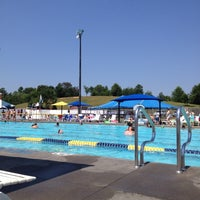 Harry l coomes recreation center pool in abingdon for Abingdon swimming pool opening times