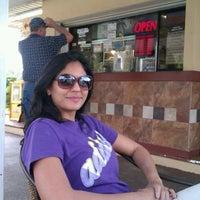 Foto tomada en Cuban Sandwiches To Go por Angel M. el 2/16/2012