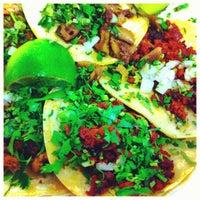 Foto tomada en Tacos Conin por Matthew D. el 9/6/2012
