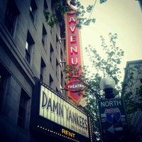 Photo prise au The 5th Avenue Theatre par Chelsea le4/27/2012
