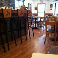 2/15/2012 tarihinde Jonathan M.ziyaretçi tarafından Black & Brew'de çekilen fotoğraf