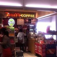 5/17/2012にMitani F.がTULLY'S COFFEE 羽田空港第一ターミナル店で撮った写真