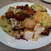 Das Foto wurde bei Lótus Restaurante Vegetariano von Caio A. am 2/8/2012 aufgenommen