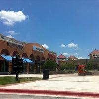 Foto tomada en San Marcos Premium Outlets por Xin Z. el 6/9/2012