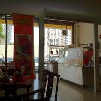 Photo taken at Restoran Yummy Yummy Duck 津津味燒鴨飯店 by Chee Fei T. on 5/1/2012