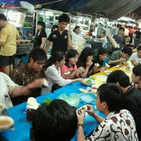 Photo taken at Semarang Food Center (Medan Chinatown) by JO 王. on 8/28/2012