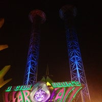Photo taken at Doctor Doom's Fear Fall by Sam G. on 6/15/2012