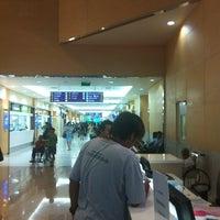 Photo taken at Starbucks by Pakorn S. on 5/17/2012