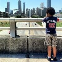 Foto tomada en Jackson Street Bridge por Taji H. el 5/10/2012