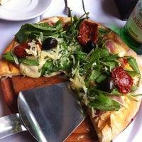 Foto tomada en Accademia Della Pizza por Erika el 8/4/2012
