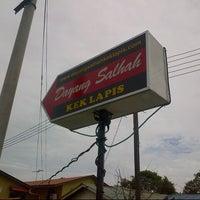 Photo taken at Kek Lapis Dayang Salhah by amin k. on 7/9/2012