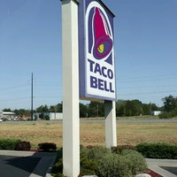 Photo taken at Taco Bell by Kelly G. on 8/9/2012