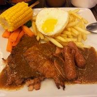 Photo taken at Hong Kong Kim Gary Restaurant (香港金加利茶餐厅) by WilL W. on 8/5/2012