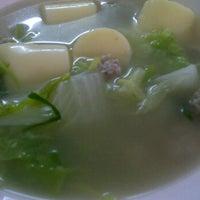 รูปภาพถ่ายที่ ร้านพี่อุ๋ย โดย Niya K. เมื่อ 2/23/2012