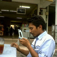 Photo taken at Restoren Sah Maju (Mamak) by Amri M. on 3/21/2012