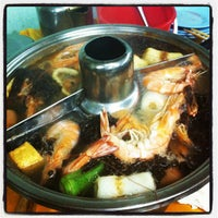 Photo taken at Restoran Yuen Buffet Steamboat by Derrick L. on 6/17/2012